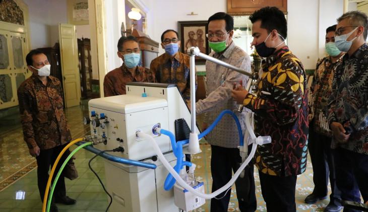 Sri Sultan Apresiasi Ventilator Karya Peneliti UGM