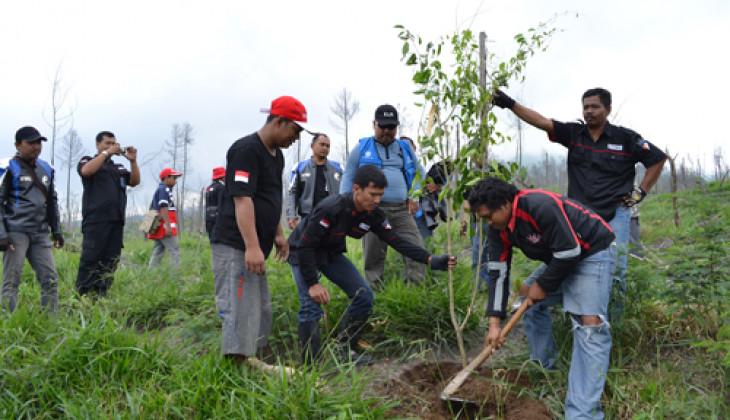 Gadjah Mada King Society Tanam 1.000 Pohon di Merapi