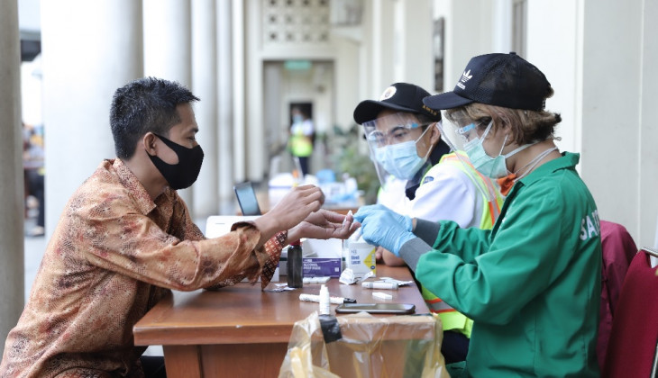 UGM Conducts a Massive Rapid Test for 500 Employees