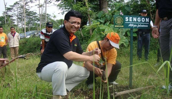 MM UGM Tanam 7.250 Pohon di Merapi