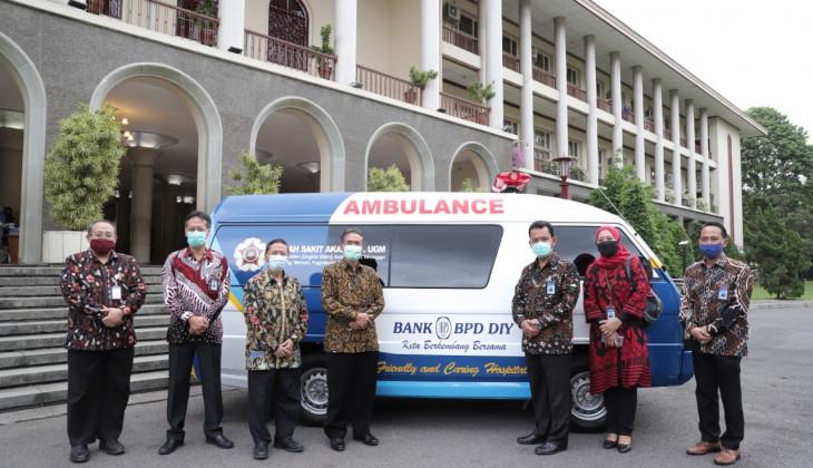UGM Terima Bantuan Ambulance dari Bank BPD DIY