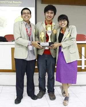 Tim Debat UGM  Juara I Kompetisi Hukum Humaniter Internasional