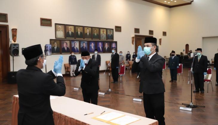 Rektor UGM Lantik 448 Pejabat Baru