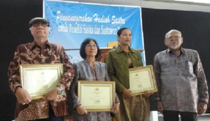 Tiga Sastrawan Terima Anugerah Hadiah Sastra Yogya