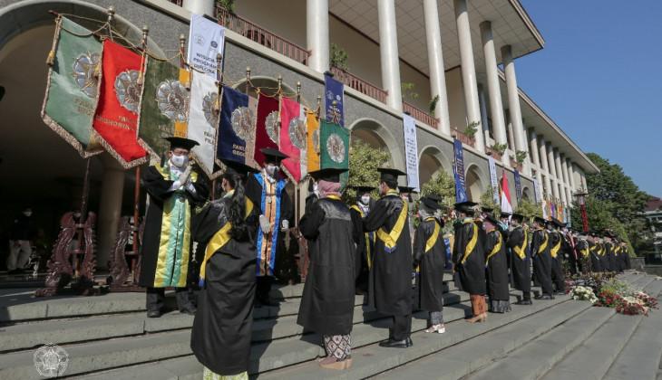 UGM Mewisuda 1.023 Lulusan Program Sarjana dan Diploma