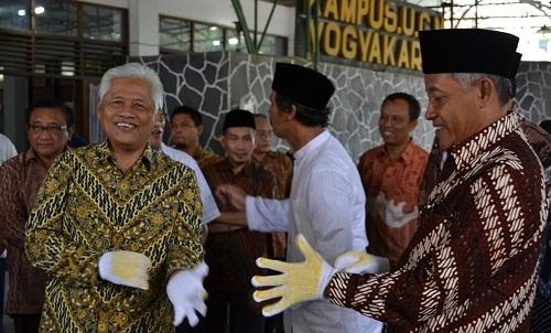 Rektor dan Bupati Sleman Tandai Peletakan Batu Pertama Pembangunan Masjid Mardliyyah