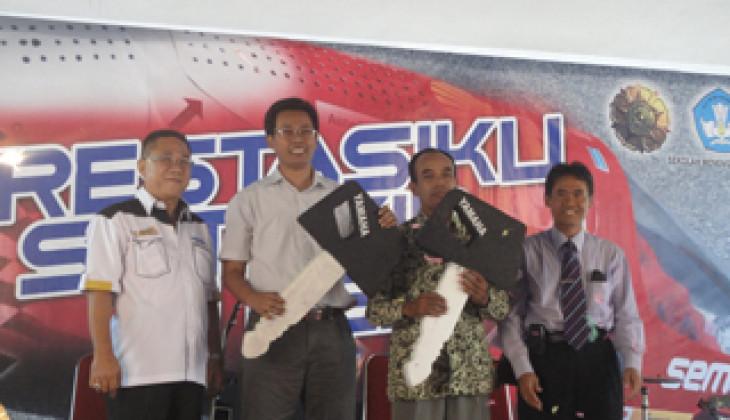 Fakultas Teknik UGM Terima Bantuan Mesin Motor dari Yamaha