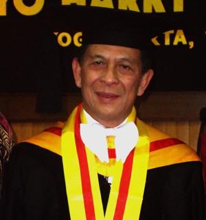 Mengkaji Pemikiran Sam Ratulangi, Sinyo Harry Sarundajang Raih Doktor