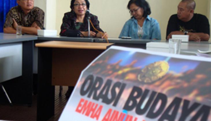 Emha Sampaikan Orasi Budaya di Kampus UGM