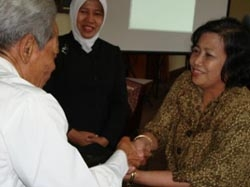 UGM Lepas 4 Guru Besar, Sambut 7 Guru Besar Baru