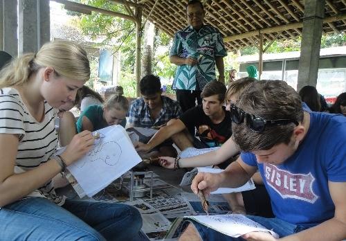 Mahasiswa Asing FEB UGM Belajar Budaya Desa