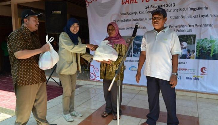 Mahasiswa UGM Residence Bakti Sosial di Pacarejo