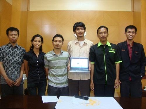 Tim AVANTE UGM Jawara Kompetisi International TOTAL Sky Grant