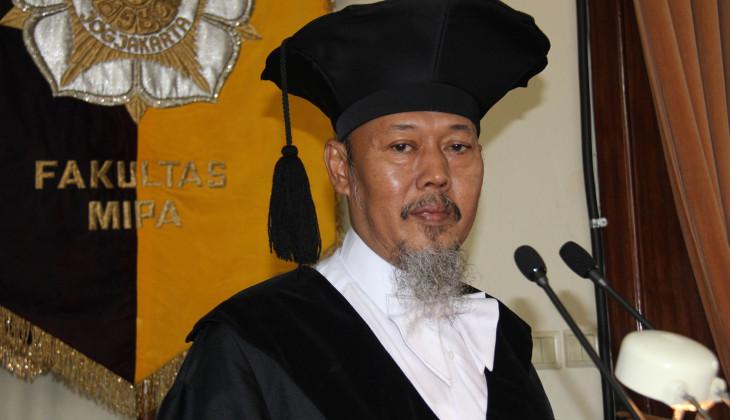 Prof. Dr. Agung Bambang Setio Utomo, SU.,  Guru Besar  bidang ilmu Fisika pada Fakultas Matematika dan Ilmu Pengetahuan Alam (MIPA)