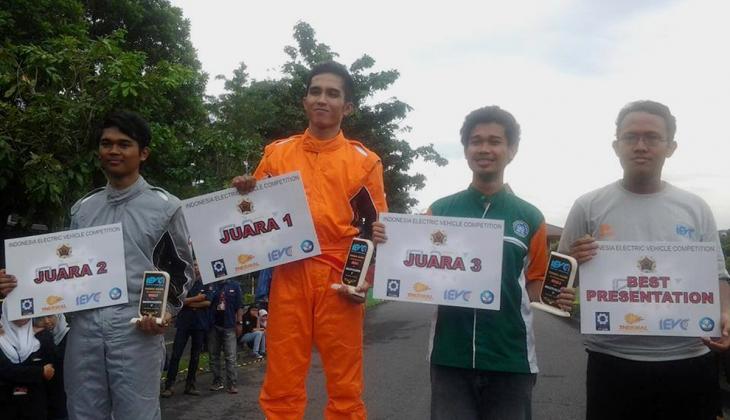 Tim Jalak Harupat Juara Kompetisi Mobil Listrik