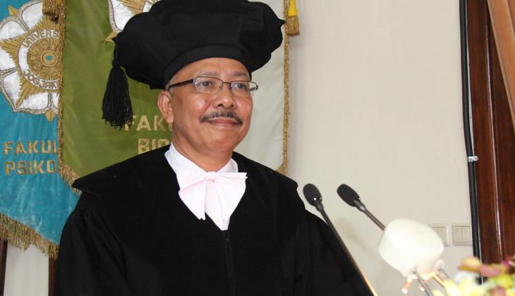 Peneliti mikrobiologi UGM, Prof. Dr. Langkah Sembiring, B.Sc., M.Sc Pada Saat DIKukuhkan Sebagai Guru Besar UGM