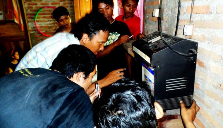 Mahasiswa UGM Manfaatkan Solar Home System