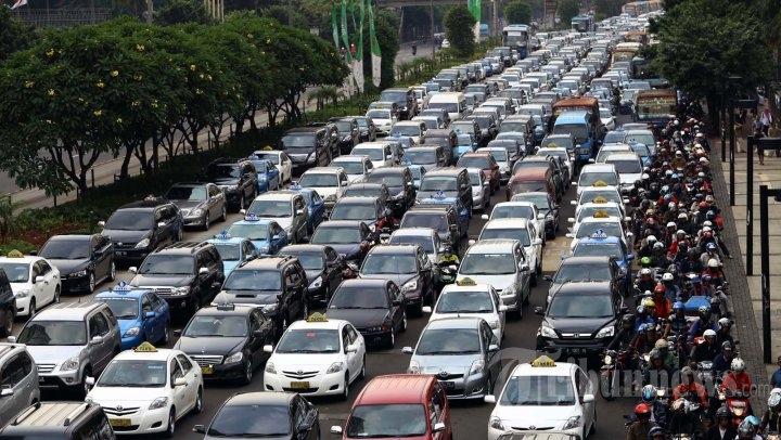 Kemacetan di salah satu ruas jalan di Jakarta. courtesy: Tribunnews.com