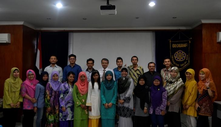 Mahasiswa Universiti Malaya Belajar Bentang Lahan Yogyakarta