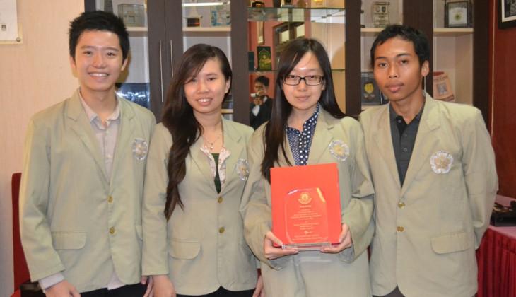 Sisihkan 2 PT Thailand di Final, UGM Juara SIMPIC 2014