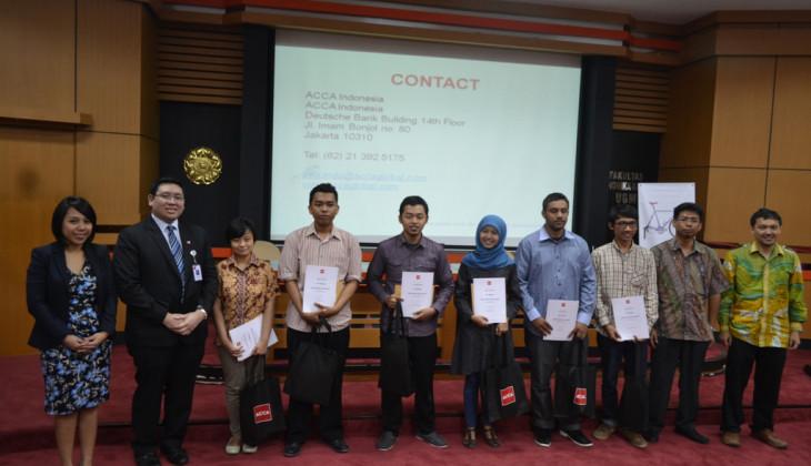 Enam Mahasiswa Akuntansi Raih Penghargaan ACCA
