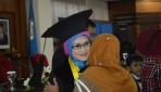 Teliti Pengaruh Strategi Pembelajaran Eksperensial, Eva Raih Doktor