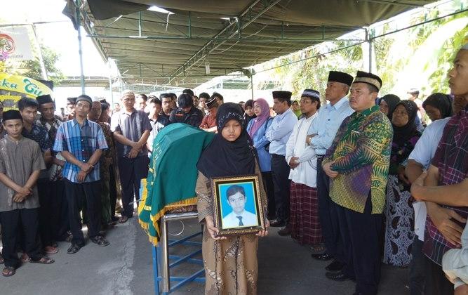 Ratusan Pelayat Hadiri Pemakaman Ircham