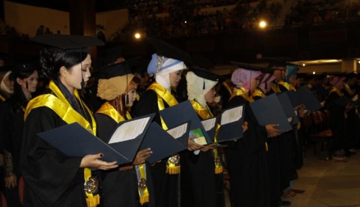 1.329 Lulusan UGM Diwisuda, Berharap Menjadi Bangsa Cerdas