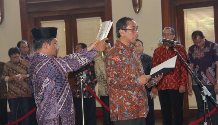 Paripurna Dilantik Jadi Wakil Rektor Kerja Sama dan Alumni UGM