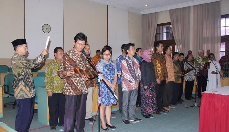 Tingkatkan Kualitas Layanan Akademik, Rektor Lantik Pejabat Baru