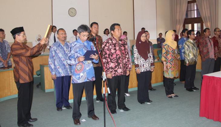 Rektor Lantik 13 Pejabat Baru