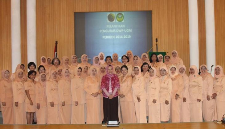 Rektor UGM Lantik Pengurus Baru DWP UGM Periode 2014-2019