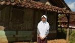 Reviana, Anak Buruh Kelapa Sawit Kuliah di UGM