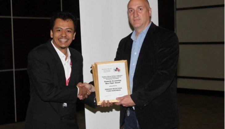 Dosen FEB UGM Raih Best Paper Award di SAAA-IAAER Biennal Conference 2015