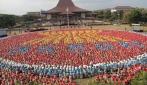 Mahasiwa Baru UGM Bentuk Formasi Logo ASEAN