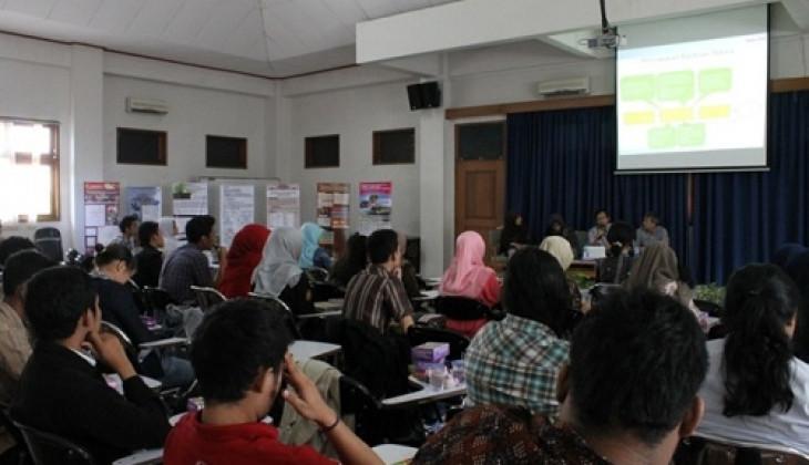 Mahasiswa Geografi Gelar Workshop Ekonomi Kerakyatan