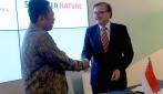 Kepala BPP UGM, Prof. Dr. Harno Dwi Pranowo dan Managing Director Springer Research Group Springer Nature, Dr Heinz Weinheimer