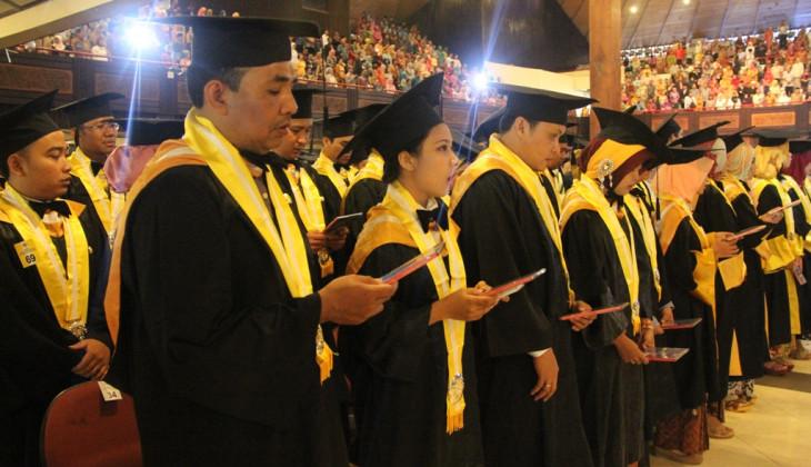 UGM Wisuda 1.594 Lulusan Pascasarjana