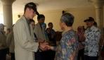 Prof. Suratman Memberi Selamat Kepada Mahasiswa Asing Peserta KKN