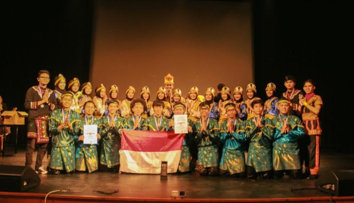 SAKA UGM Juara Umum Festival Folklore di Praha, Ceko
