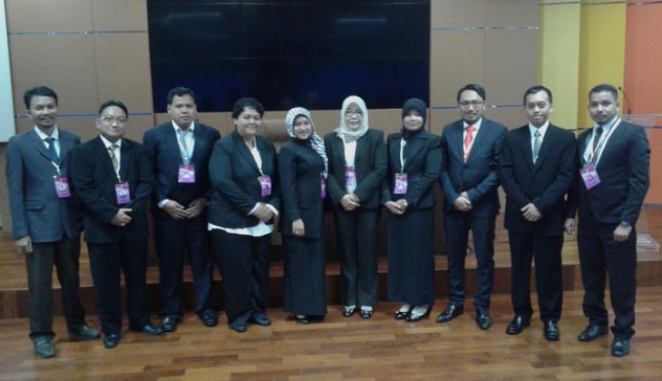 Hastangka (kedua dari kanan) bersama dengan sembilan peserta lainnya yang mendapatkan Lemhannas RI Fellowship Program  2015.