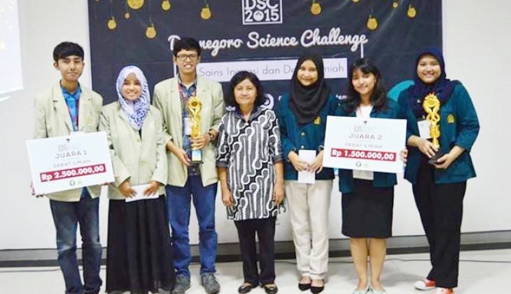Universitas Gadjah Mada Mahasiswa Ugm Juara Lomba Debat Ilmiah