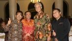 Ganjar Pranowo dan Alumni UGM Berfoto Bersama