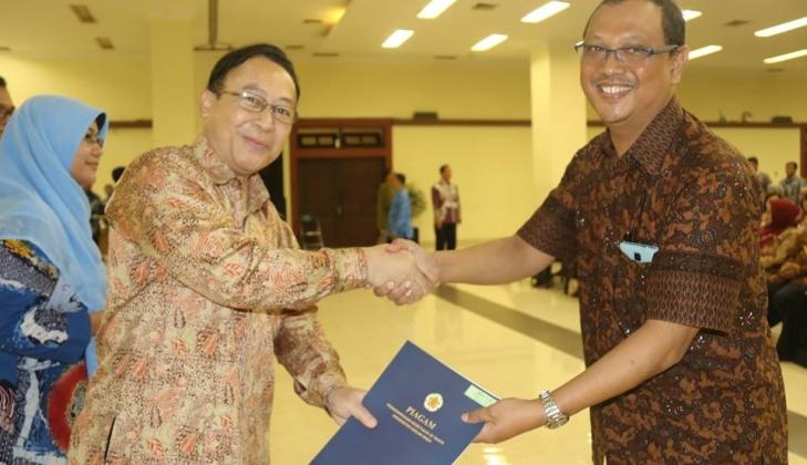 437 Pegawai UGM Dapat Penghargaan Satyalancana Karya Satya