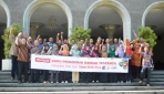 Rektor UGM Bersama 43 Guru Perintis
