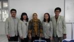 Tim peneliti rambut jagung. Dari kiri-kanan: Yoce Aprianto, Amalia Miranda, Dr. Endang L, Lora Johana, dan Naufa Hanif. (foto: dok. pribadi)