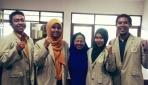 Tim peneliti buah pare sebagai alternatif obat cacing.(foto: dok.pribadi)