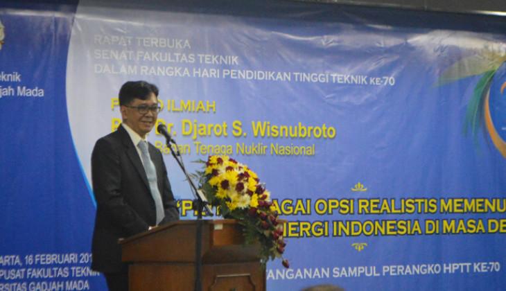 Kepala Badan Nuklir Nasional, Prof. Djarot S. Wisnubroto saat menyampaikan orasi ilmiah dalam peringatan HPTT ke-70, Selasa (16/2).