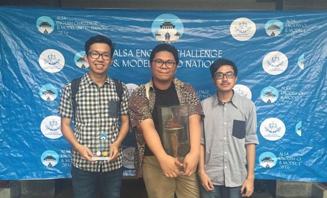 Tim EDS UGM meraih juara 1 pada Asian Law Student Association 2016.