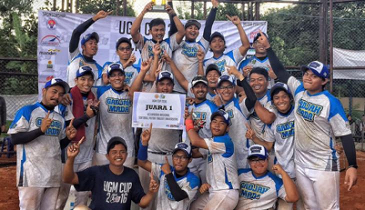 Tim Softball UGM Juarai Kompetisi Softball Nasional UGM Cup 2016 (foto: dok. UKM Softball)